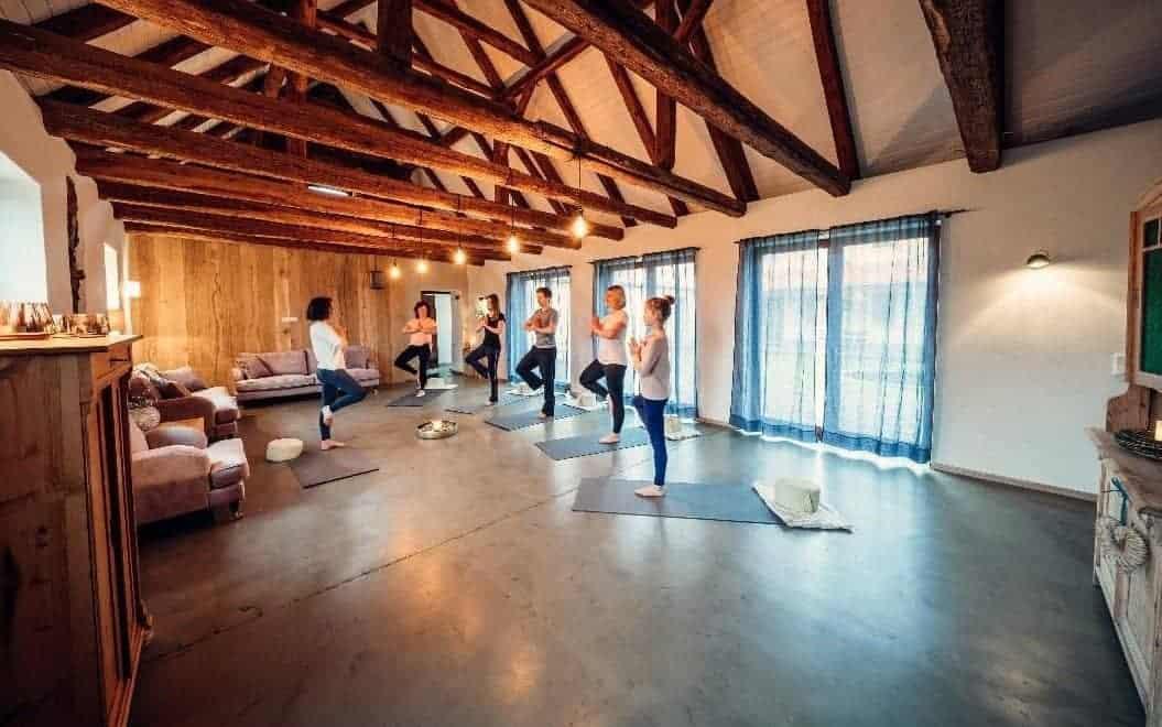 Harmonische Yogasequenz mit Yasemin