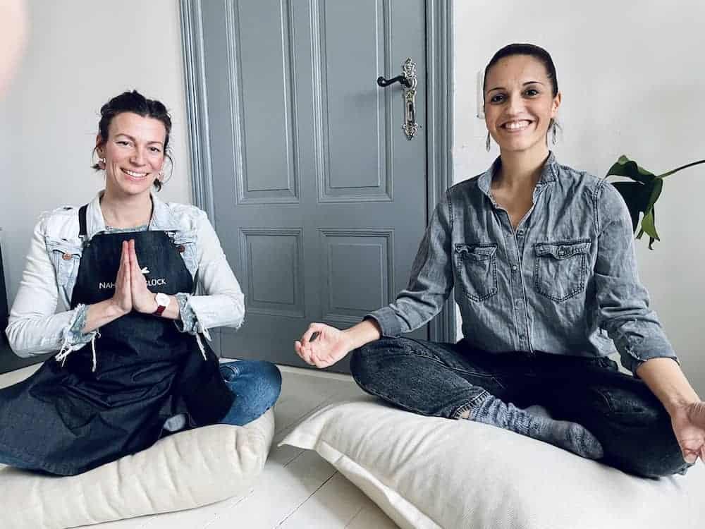 Franzi von Nahrungsglück mit Yogalehrerin Yasemin Matthies