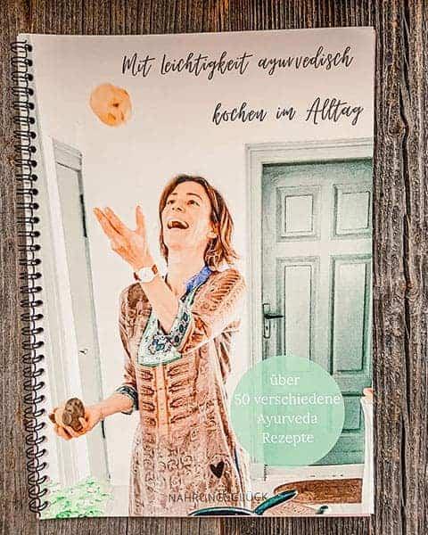 Cover des Ayurvedakochbuches von Nahrungsglück